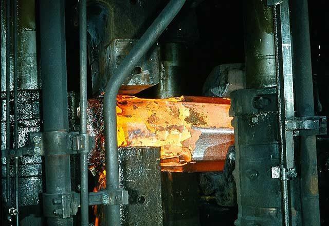 metallurgie_temperaturmessung_schmieden_metall_eisen_pyrometer_pyrospot_02
